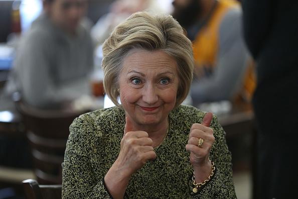 笑顔「Democratic Presidential Candidate Hillary Clinton Campaigns In Indiana」:写真・画像(10)[壁紙.com]