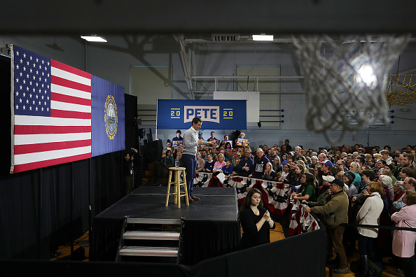 School Bus「Democratic Presidential Candidate Pete Buttigieg Embarks On Campaign Bus Tour In New Hampshire」:写真・画像(13)[壁紙.com]