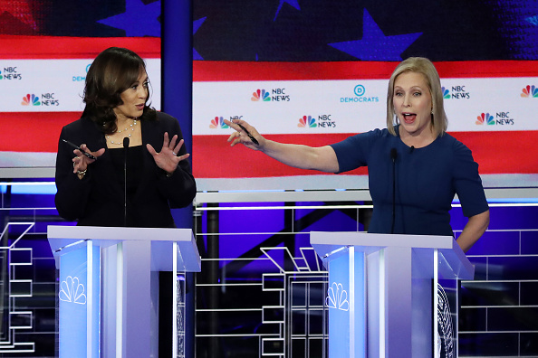 Two People「Democratic Presidential Candidates Participate In First Debate Of 2020 Election Over Two Nights」:写真・画像(11)[壁紙.com]