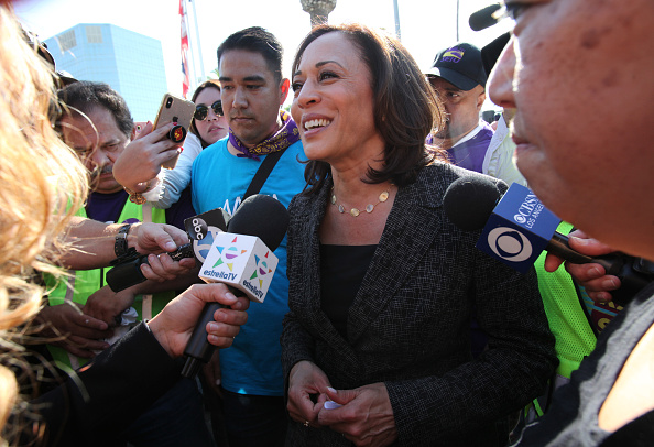LAX Airport「Presidential Candidate Kamala Harris Joins Pro-Union March Through Los Angeles Airport」:写真・画像(19)[壁紙.com]