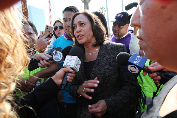 LAX Airport「Presidential Candidate Kamala Harris Joins Pro-Union March Through Los Angeles Airport」:写真・画像(11)[壁紙.com]