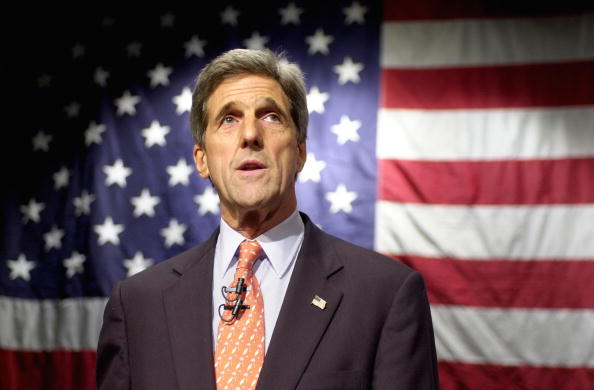 School Bus「Kerry Officially Files for New Hampshire Primary, Launches Bus Tour」:写真・画像(9)[壁紙.com]