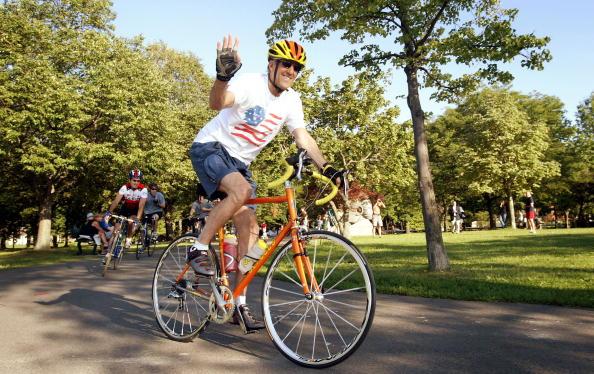 Scott Olson「Kerry Campaigns Returns Home to Boston」:写真・画像(9)[壁紙.com]