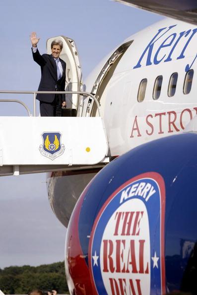 Scott Olson「Kerry Campaigns heads to New York」:写真・画像(8)[壁紙.com]