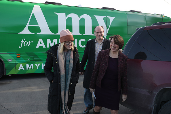 Husband「Presidential Candidate Amy Klobuchar Campaigns In Iowa In Final Days Of 2019」:写真・画像(13)[壁紙.com]
