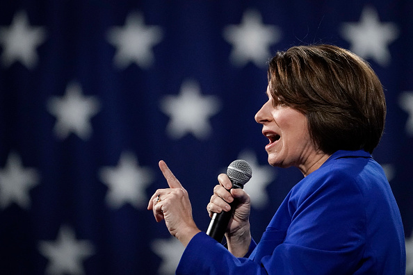 Drew Angerer「Presidential Candidate Amy Klobuchar Campaigns In New Hampshire In Final Days Before Primary」:写真・画像(14)[壁紙.com]