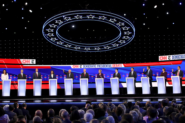 Candidate「Democratic Presidential Candidates Participate In Fourth Debate In Ohio」:写真・画像(10)[壁紙.com]