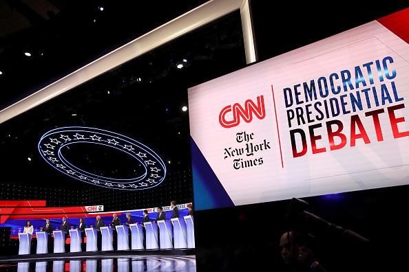 Win McNamee「Democratic Presidential Candidates Participate In Fourth Debate In Ohio」:写真・画像(14)[壁紙.com]