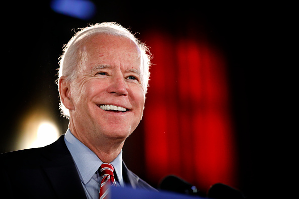 Smiling「Presidential Candidate Joe Biden Delivers Economic Policy Speech In Scranton, PA」:写真・画像(6)[壁紙.com]