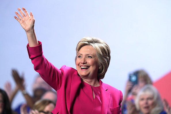 Wave「Hillary Clinton Addresses Nat'l Education Association Representative Assembly」:写真・画像(10)[壁紙.com]