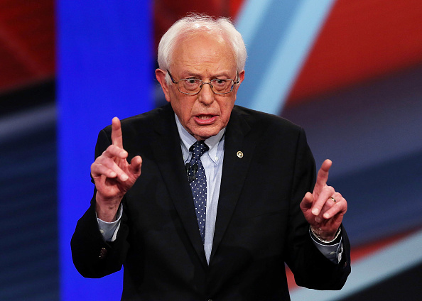 Bernie Sanders「Democratic Presidential Candidates Hillary Clinton And Bernie Sanders Take Part In Town Hall Meeting」:写真・画像(6)[壁紙.com]