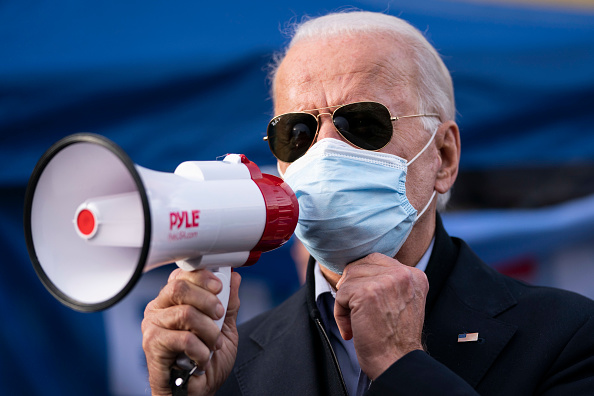 Sunglasses「Presidential Candidate Joe Biden Travels To Pennsylvania On Election Day」:写真・画像(6)[壁紙.com]