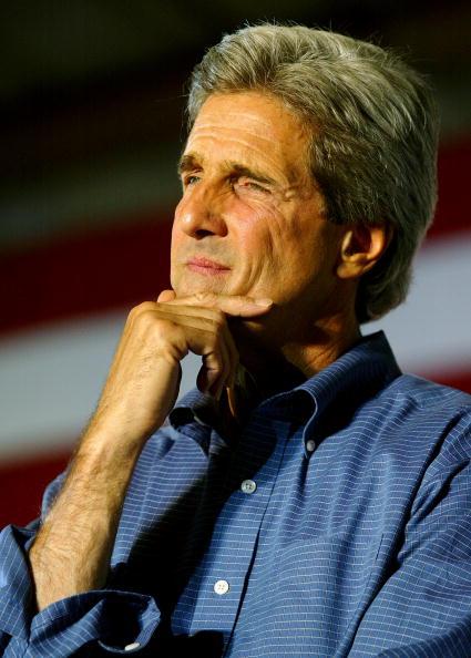 Justin Sullivan「Kerry Continues Believe In America Tour Into California And Oregon」:写真・画像(11)[壁紙.com]