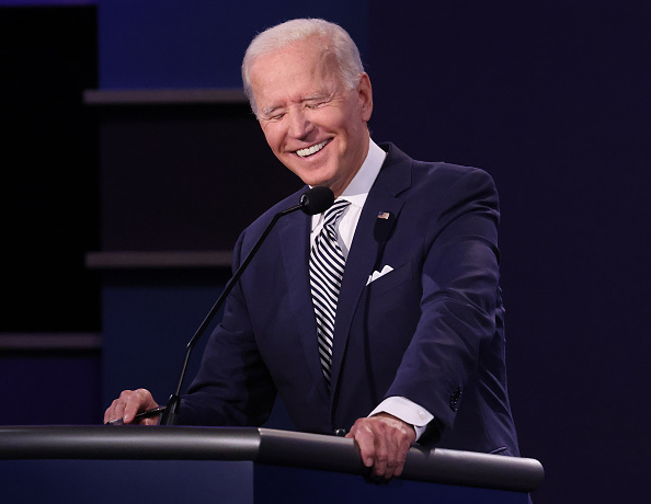 Smiling「Donald Trump And Joe Biden Participate In First Presidential Debate」:写真・画像(7)[壁紙.com]