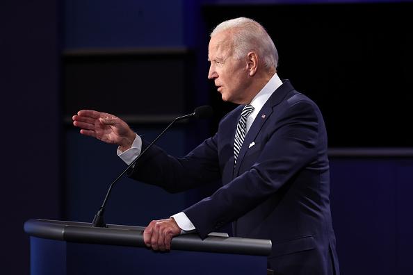 上半身「Donald Trump And Joe Biden Participate In First Presidential Debate」:写真・画像(10)[壁紙.com]
