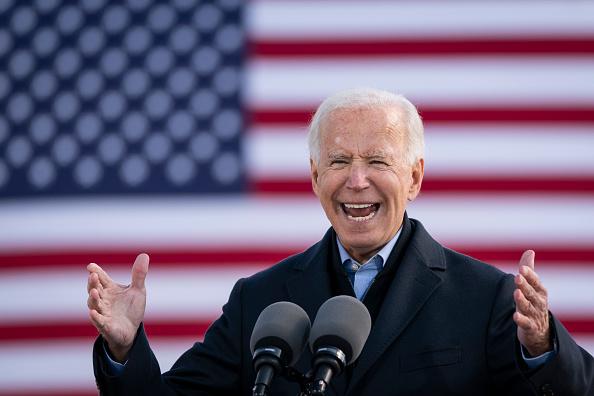 Des Moines - Iowa「Joe Biden Holds Drive-In Campaign Event In Iowa」:写真・画像(1)[壁紙.com]