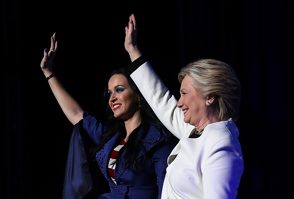 US Democratic Party 2016 Presidential Candidate「Hillary Clinton Campaigns In Crucial States Ahead Of Tuesday's Presidential Election」:写真・画像(4)[壁紙.com]