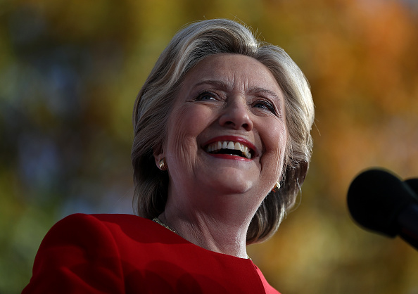 笑顔「Hillary Clinton Campaigns Across US One Day Ahead Of Presidential Election」:写真・画像(19)[壁紙.com]