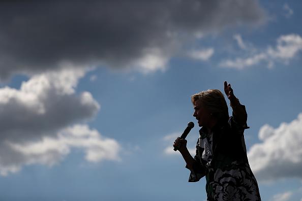 School Bus「Hillary Clinton And Tim Kaine Take Campaign Bus Tour Through Pennsylvania And Ohio」:写真・画像(10)[壁紙.com]