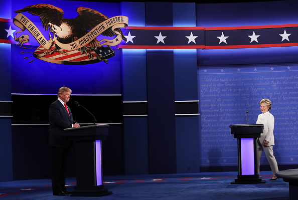 Two People「Final Presidential Debate Between Hillary Clinton And Donald Trump Held In Las Vegas」:写真・画像(9)[壁紙.com]