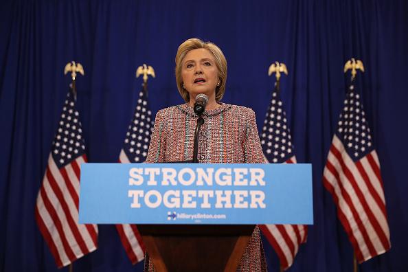 US Democratic Party 2016 Presidential Candidate「Democratic Presidential Candidate Hillary Clinton Campaigns In Greensboro, North Carolina」:写真・画像(8)[壁紙.com]