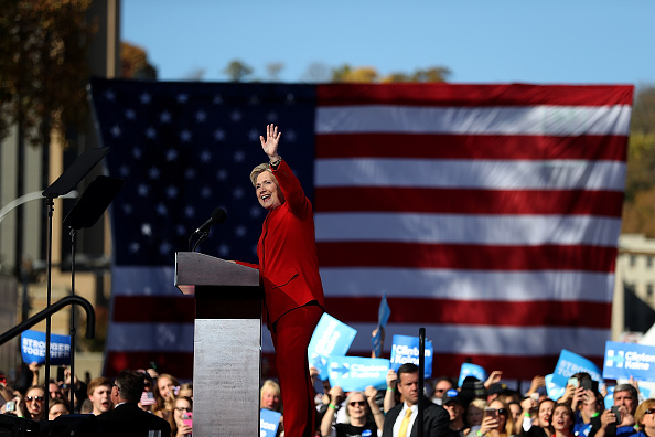 Presidential Election「Hillary Clinton Campaigns Across US One Day Ahead Of Presidential Election」:写真・画像(10)[壁紙.com]