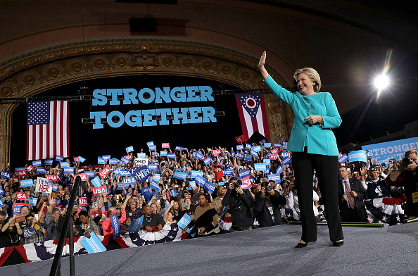 全身「Hillary Clinton Campaigns In Crucial States Ahead Of Tuesday's Presidential Election」:写真・画像(12)[壁紙.com]