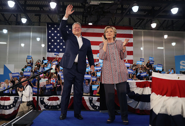 US Democratic Party 2016 Presidential Candidate「Former VP Al Gore Campaigns With Hillary Clinton In Miami」:写真・画像(4)[壁紙.com]