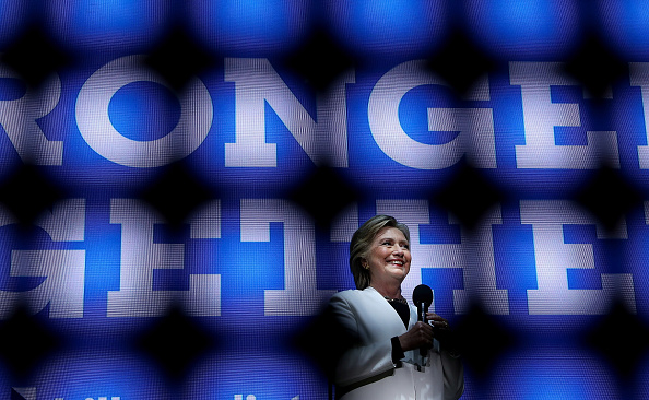 US Democratic Party 2016 Presidential Candidate「Hillary Clinton Campaigns In Crucial States Ahead Of Tuesday's Presidential Election」:写真・画像(9)[壁紙.com]