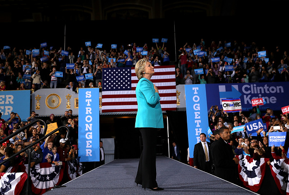 全身「Hillary Clinton Campaigns In Crucial States Ahead Of Tuesday's Presidential Election」:写真・画像(11)[壁紙.com]