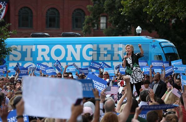 School Bus「Hillary Clinton And Tim Kaine Take Campaign Bus Tour Through Pennsylvania And Ohio」:写真・画像(0)[壁紙.com]