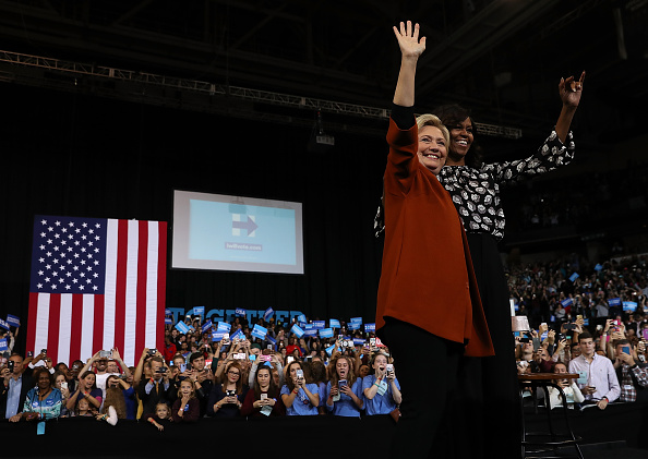 US Democratic Party 2016 Presidential Candidate「Michelle Obama Campaigns With Hillary Clinton In North Carolina」:写真・画像(12)[壁紙.com]
