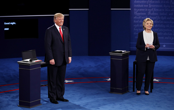 全身「Candidates Hillary Clinton And Donald Trump Hold Second Presidential Debate At Washington University」:写真・画像(18)[壁紙.com]