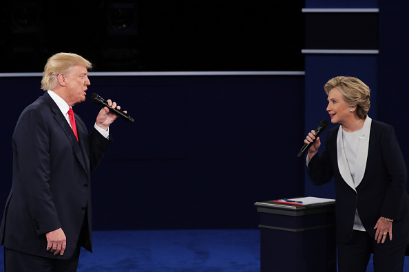 2016 United States Presidential Election「Candidates Hillary Clinton And Donald Trump Hold Second Presidential Debate At Washington University」:写真・画像(2)[壁紙.com]