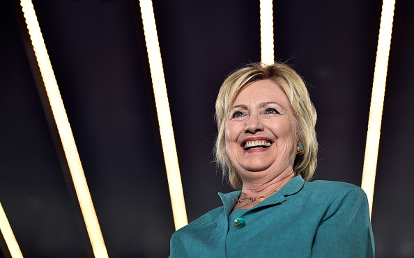 笑顔「Hillary Clinton Campaigns In Las Vegas」:写真・画像(1)[壁紙.com]