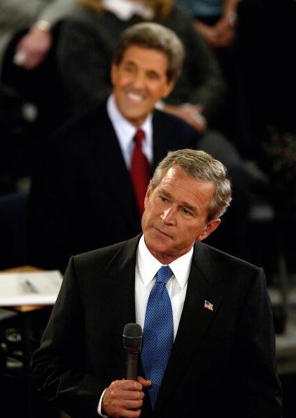 Justin Sullivan「Kerry, Bush Square Off In Presidential Debate」:写真・画像(16)[壁紙.com]