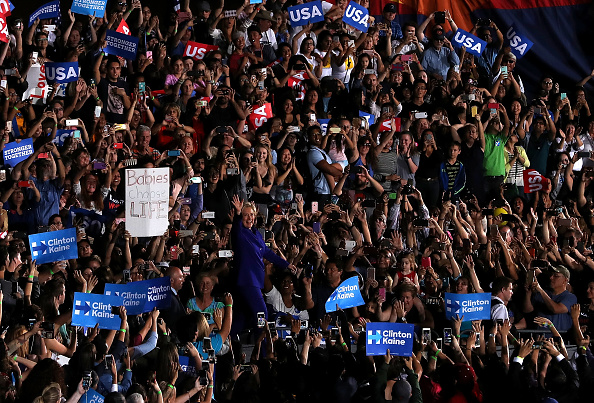 Tempe - Arizona「Democratic Presidential Nominee Hillary Clinton Campaigns In Nevada And Arizona」:写真・画像(5)[壁紙.com]