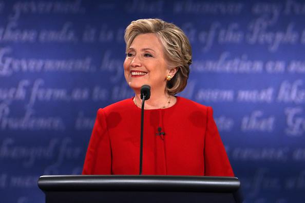 笑顔「Hillary Clinton And Donald Trump Face Off In First Presidential Debate At Hofstra University」:写真・画像(8)[壁紙.com]