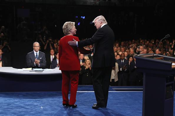 全身「Hillary Clinton And Donald Trump Face Off In First Presidential Debate At Hofstra University」:写真・画像(17)[壁紙.com]