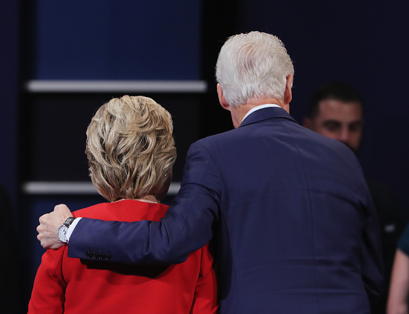 Two People「Hillary Clinton And Donald Trump Face Off In First Presidential Debate At Hofstra University」:写真・画像(10)[壁紙.com]