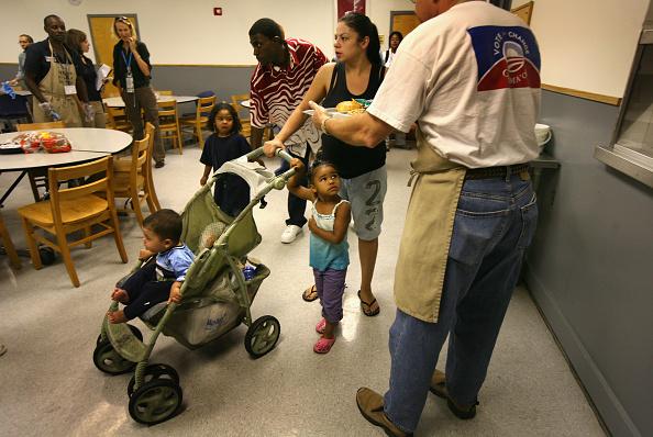 Homeless Shelter「Democratic Convention Delegates Serve Homless In Shelter」:写真・画像(18)[壁紙.com]