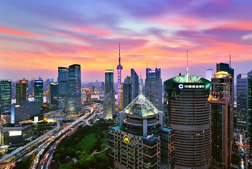 cloud「夕暮れ時の劇的な空で上海陸家嘴スカイライン」:スマホ壁紙(0)