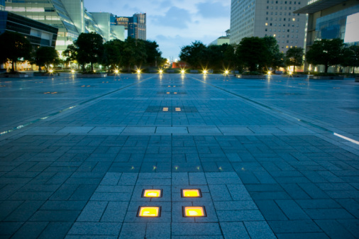 Tokyo - Japan「Plaza in evening」:スマホ壁紙(13)