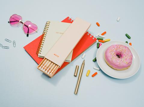 カレンダー「ノート鉛筆ドーナツと上から文房具」:スマホ壁紙(6)