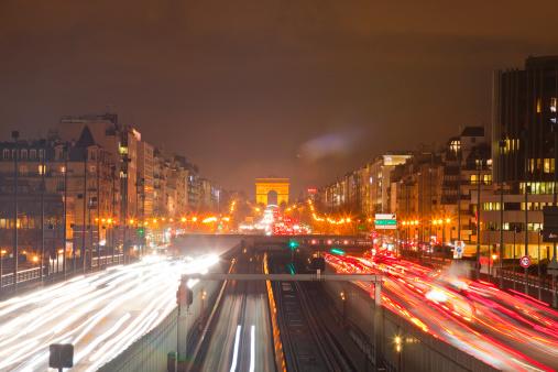 Arc de Triomphe - Paris「The fringes of Paris at dusk.」:スマホ壁紙(1)