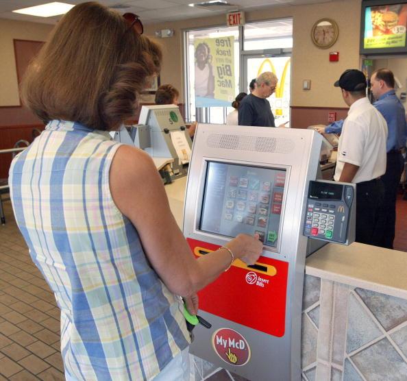 Order「McDonald's Introduces Self-Service Kiosks」:写真・画像(1)[壁紙.com]