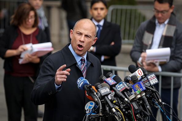 背景に人「Former Trump Lawyer Michael Cohen Attends His Sentencing Hearing」:写真・画像(16)[壁紙.com]