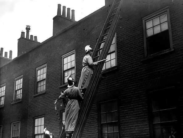 Rescue Worker「Ladies Fire Brigade」:写真・画像(7)[壁紙.com]