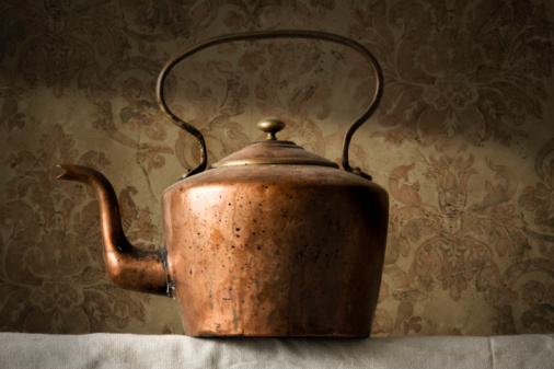 Green Background「Copper tea kettle」:スマホ壁紙(4)