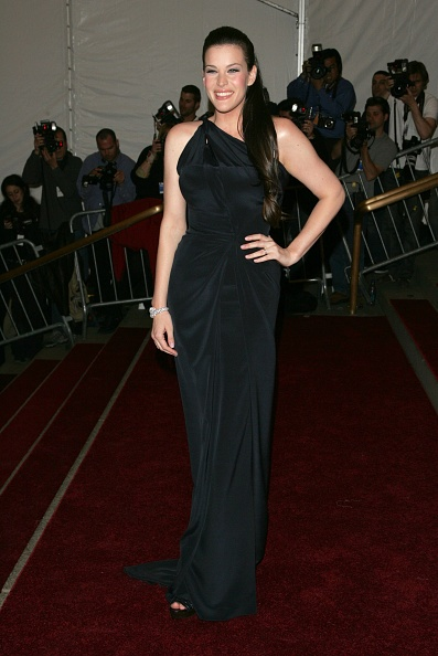 Cuff Bracelet「MET Presents Anglomania: The Costume Institute Benefit Gala」:写真・画像(19)[壁紙.com]